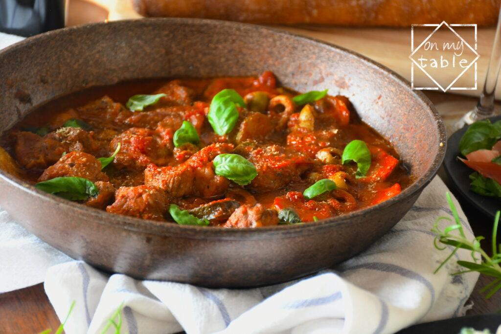 豚カタロースのトマト煮込み